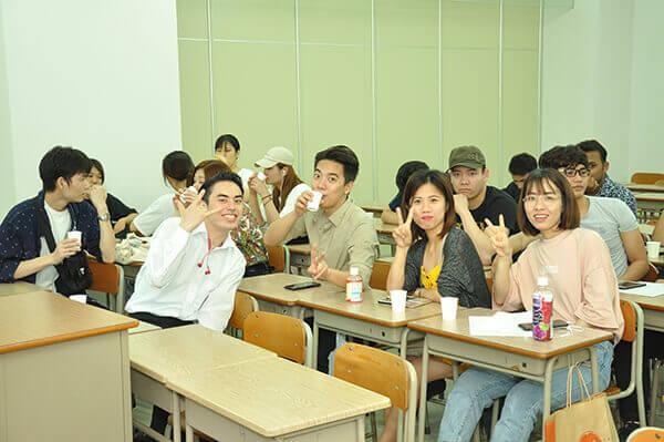 日本人と共に学べる